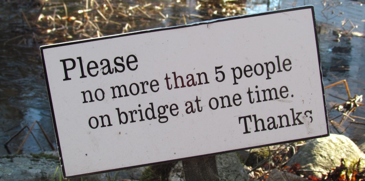 sign with capacity limit for bridge